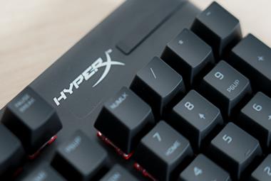 紧凑机身,便于携带:HyperX Alloy Origins RGB起源RGB游戏机械键盘测评