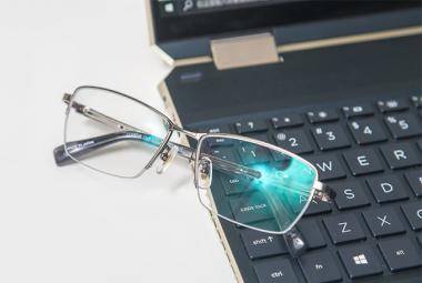 长时间面对电脑、手机,豪雅锐美3S眼镜可以缓解用眼疲劳吗?