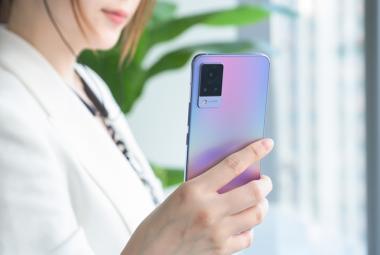 vivo S9首发评测:专注自拍的轻薄5G手机,有何独到之处
