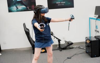 沉浸在最真实的虚拟世界:HTC Vive Cosmos现场体验