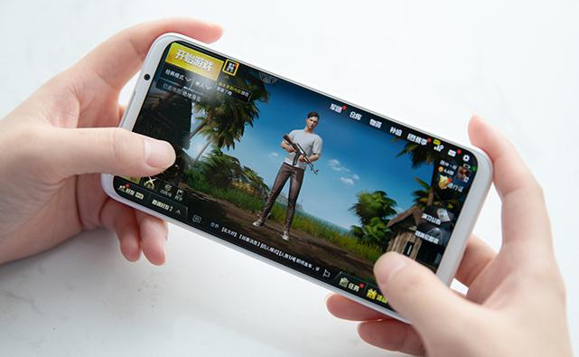 好物推荐:用这几款手机玩游戏 就算遇到猪队友也能Carry全场
