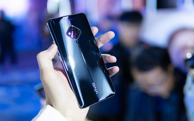 蔡徐坤代言vivo S5正式发布 手机自拍的又一次突破