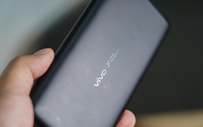 vivo双向闪充移动电源:出门在外再也不用担心手机没电了