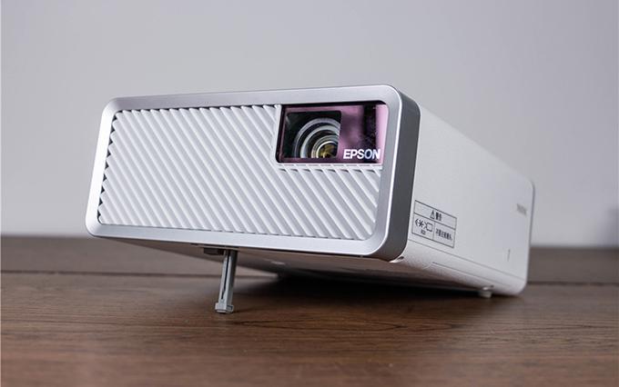 实用主义派 爱普生全球首款激光3LCD智能投影机EF-100W投影机评测