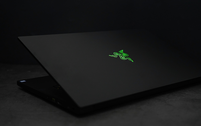 在笔记本上感受段落轴的快感 雷蛇灵刃15精英光轴版体验