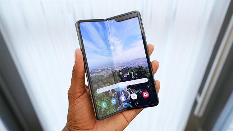 汇总一下目前在售和研发中的可折叠手机造型 你更喜欢哪种设计?