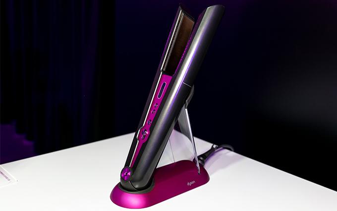 戴森Dyson Corrale直发器初体验:柔性弹板聚拢头发 每秒百次精准控温