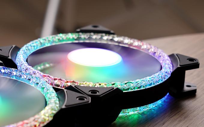 钻石切面的闪耀 酷冷至尊风扇MF120 Prismatic闪晶风扇图赏