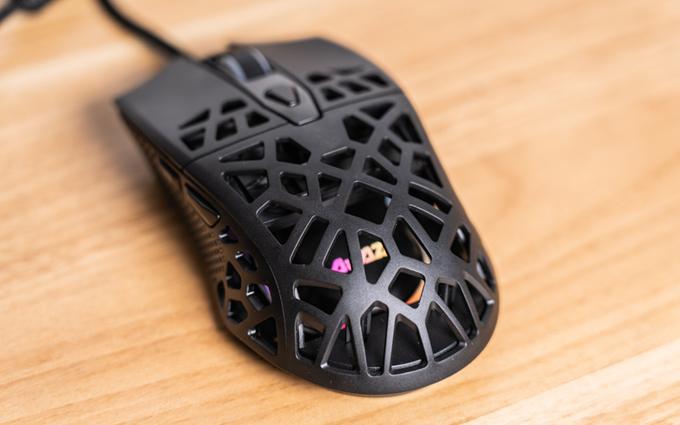 轻盈的电竞神器:黑爵AJ339游戏宏鼠标体验