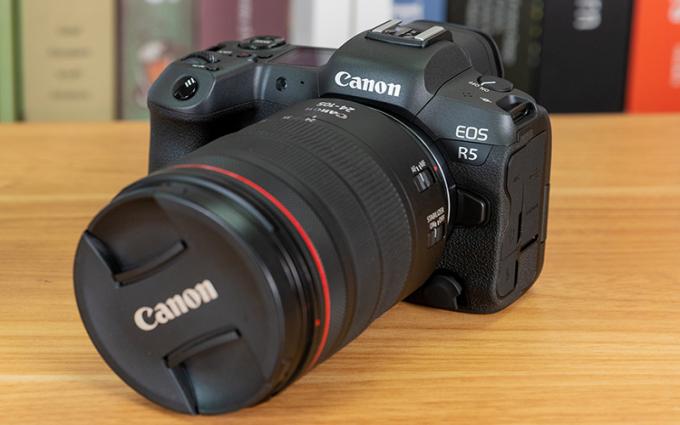 祝贺佳能EOS R5全画幅微单相机在2020五星奖颁奖盛典中荣获:年度风云奖