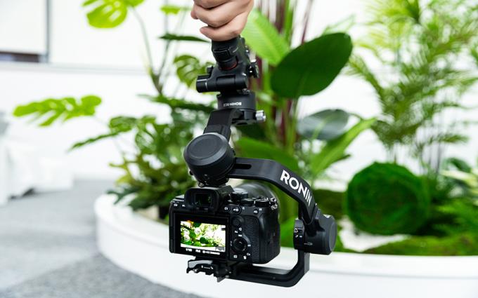大疆DJI RSC2相机云台评测:折叠设计带来更多玩法,操控优化激发创作动力