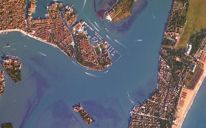 佳能开放卫星 提供5D3相机轨道拍摄功能