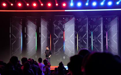 红魔Mars电竞游戏手机发布:跑分破36万 最强骁龙845手机诞生