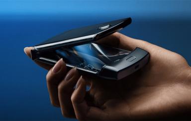 摩托罗拉正式发布新款RAZR折叠手机 再现经典翻盖设计